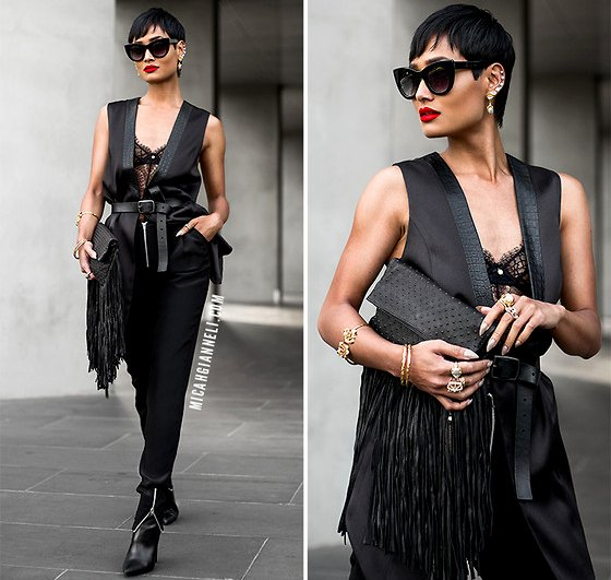embedded_all_black_outfit_with_vest_and_pants