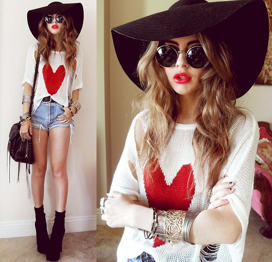 embedded_floppy-hat-outfit-with-shorts
