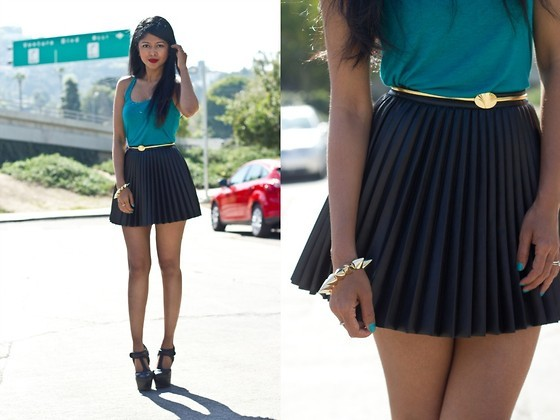 embedded_pleated_skirt_outfit