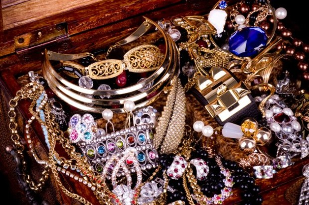 embedded_fashion_accessories