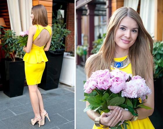 embedded_wedding_guest_outfit_yellow_peplum_dress