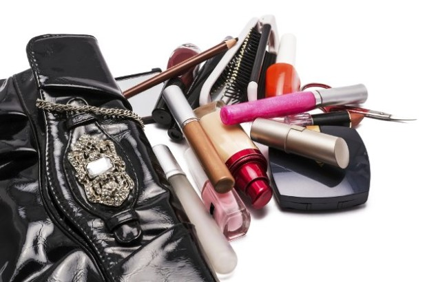 embedded_what_makeup_to_pack_for_vacation