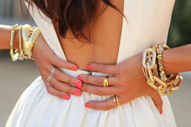 how_to_wear_an_open_back_dress_fashionisers